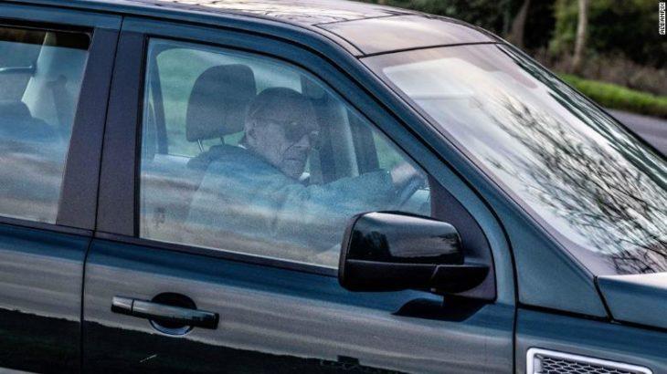 Prințul Philip, avertisment de la Poliție. Surprins fără centură la 2 zile după accident