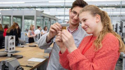 Și fetele pot să facă ce fac băieții – Ziua Fetelor la Audi