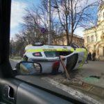 Cum a reușit o șoferiță să răstoarne un Duster?