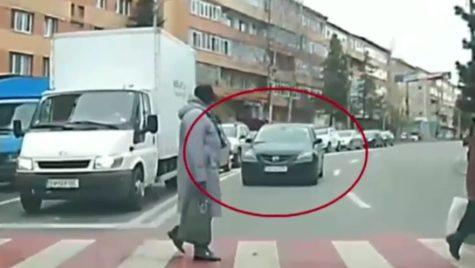Depășire pe linie continuă, la un pas de tragedie. Ce riscă șoferul?