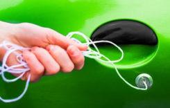 Mașina s-a încuiat cu cheile în interior? Ce e de făcut?