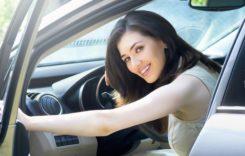 Poți să iei amendă dacă faci asta când ai un copil în mașină