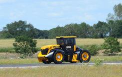 Ce se întâmplă când un fost pilot se urcă la volanul unui tractor?