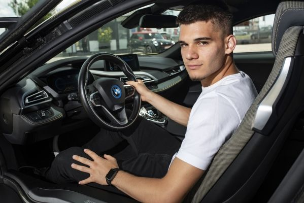 Ianis Hagi BMW i8 Coupe (2)