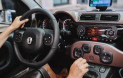 10 melodii retro pe care trebuie să le asculți la volan