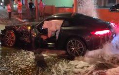 A lovit în plin un hidrant cu Mercedes-ul său nou. Imaginile sunt incredibile!