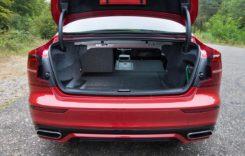 10 spații utile de depozitare din interiorul mașinii
