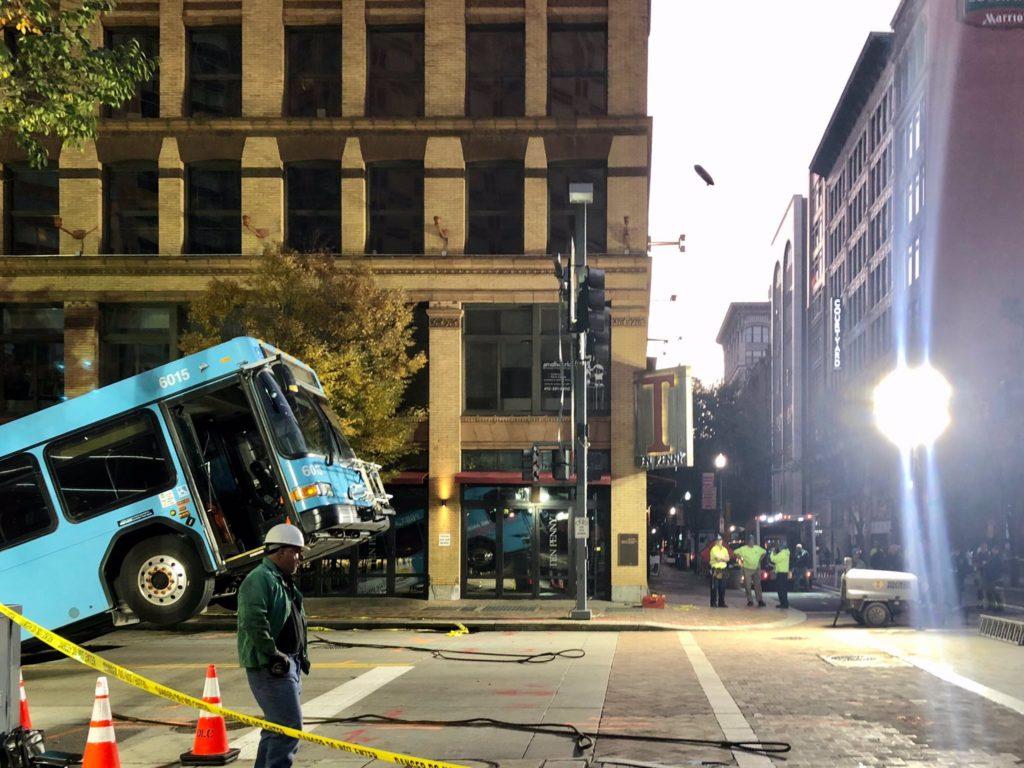 autobuz în groapă (3)