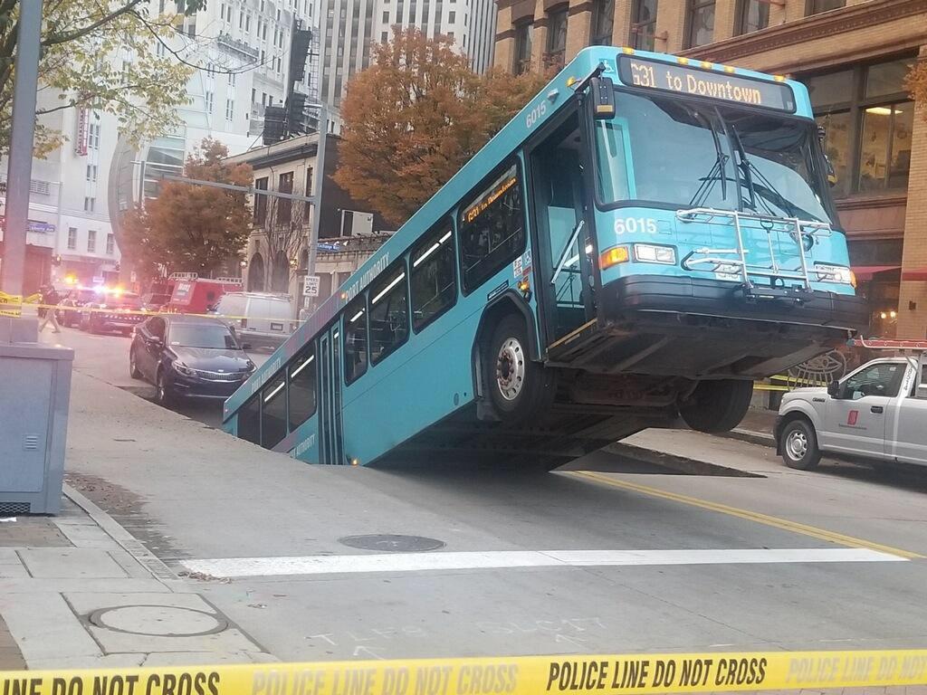 autobuz în groapă (7)