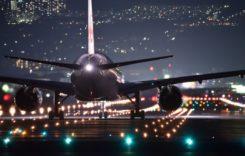 De ce să nu dormi niciodată într-un avion care decolează sau aterizează