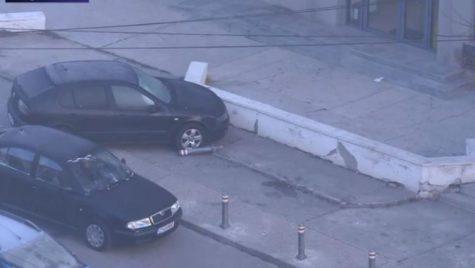 Au scos stâlpii din asfalt ca să-și parcheze mașinile