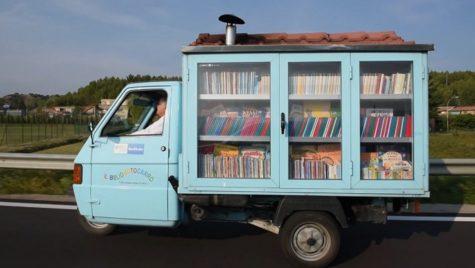 Ce idee minunată! Priviți biblioteca ambulantă din Italia