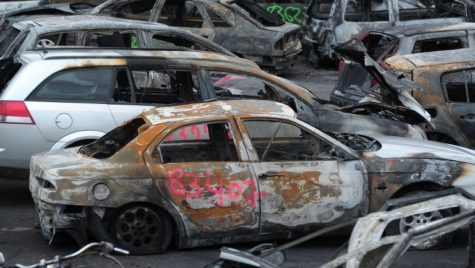 Șoc și groază! De ce ard sute de mașini în Franța de Anul Nou