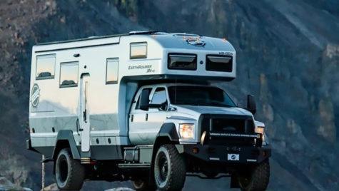 Camioneta transformată în garsonieră mobilă de lux