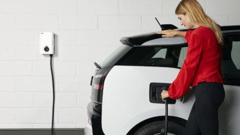 Mobilitate electrică la scară largă cu o soluție de încărcare ABB pentru domeniul rezidenţial